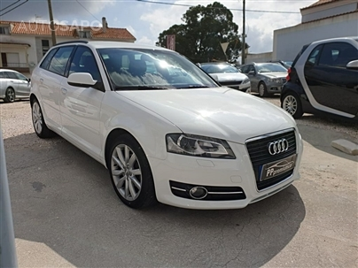 Audi A3 1.6 TDi Business Line Attraction S tronic (105cv) (4p)
