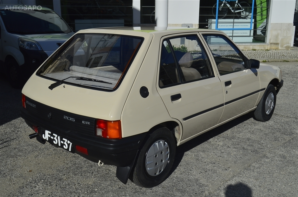 Peugeot 205 1 1 Gr 101 000 Kms  60cv   5p   2 990 U20ac