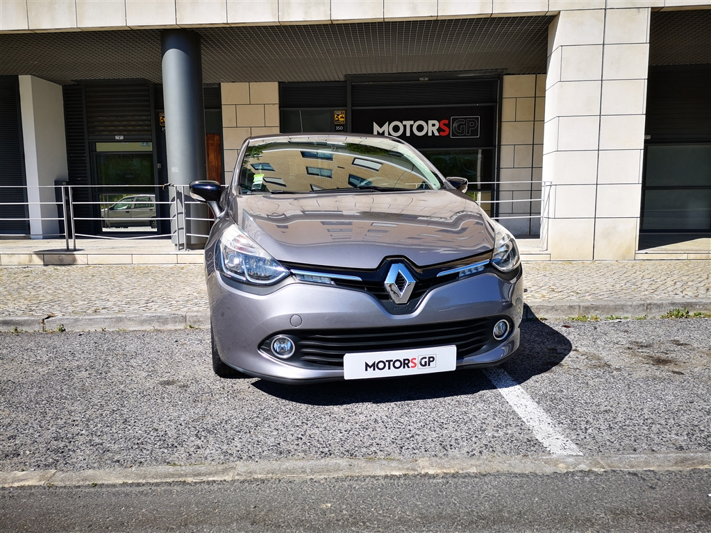 Renault (Model.Model?.Description)